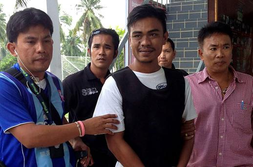 Thai national Ekkapan Kaewkla (C), 26, who is suspected of killing British tourist Stephen David Ashton, is escorted by Thai police officers following his arrest at a police station on Koh Phangan Island, southern Thailand. Photo: Reuters