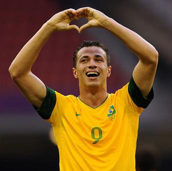 Leandro Damiao is committed to Internacional despite Tottenham's renewed interest