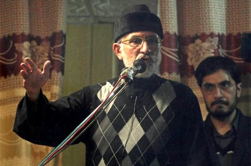 Sufi cleric and leader of the Minhaj-ul-Quran religious organisation Muhammad Tahirul Qadri (L) addresses his supporters from behind the window of an armoured vehicle on the fourth day of protests in Islamabad. Photo: Reuters