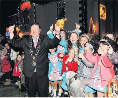Mayor Paul Bell turning on the lights at Toner's Christmas House.