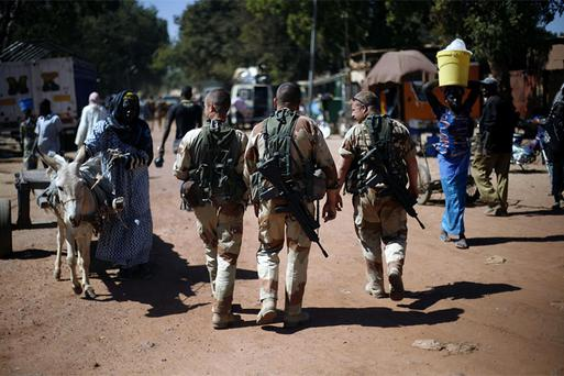 French troops walk in Niono, some 400 kilometers (249 miles) north of the capital Bamako. Photo: AP