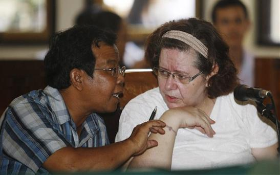 Lindsay Sandiford (R) listens to her interpreter during the trial at Denpasar district court in Bali, Indonesia