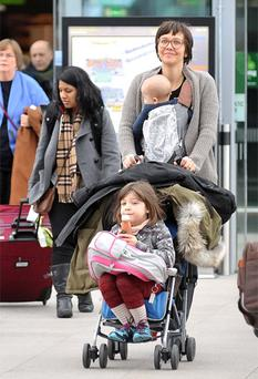 Maggie Gyllenhaal at Dublin Airport with daughters Ramona (6) and Gloria Ray (nine months)