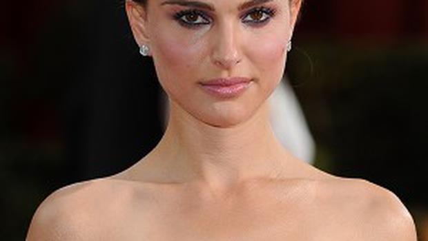 Natalie Portman could have chemistry with a carpet, according to her co-star