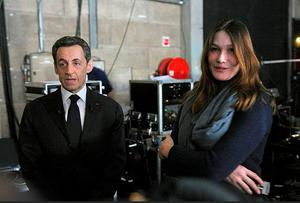 France's President Nicolas Sarkozy and First Lady Carla Bruni-Sarkozy wait backstage before appearing on French national television in Paris. Photo: Reuters
