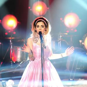 Marina And The Diamonds has had to postpone her tour