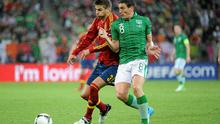 Keith Andrews in action against Gerard Pique
