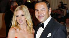 Dutch supermodel Lara Stone has announced thats she is expecting her first child with comedian husband David Walliams.