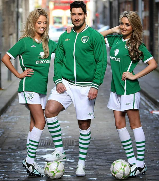 Nicola Hughes, Darragh Hayes and Nadia Forde show off the new Ireland football kit in 2009