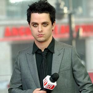 Green Day's Billie Joe Armstrong says his sagging trousers cost him a seat on a flight
