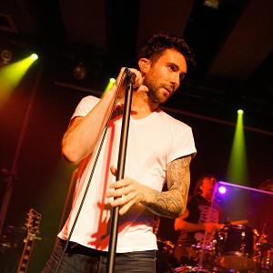 Adam Levine doesn't fancy going solo