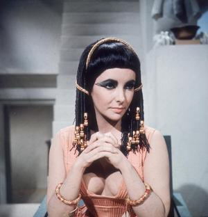 1963:  British-born actress Elizabeth Taylor presents a majestic front as the Egyptian queen in 20th Century Fox's 'Cleopatra', directed by Joseph L Mankiewicz.  (Photo by Hulton Archive/Getty Images)