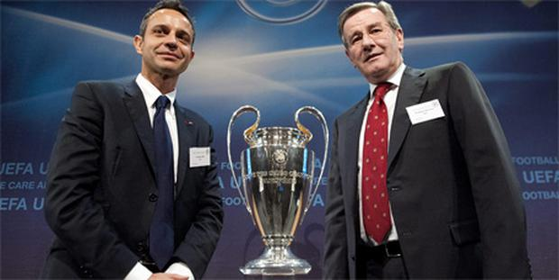FC Basel President Bernhard Heusler, left, shakes hands with Karl Hopfner, Deputy Chairman of Bayern Munich after the draw