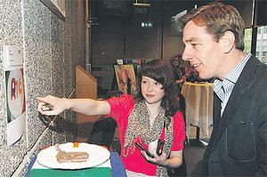 Sinead Brennan from Templeogue shows Ryan Tubridy her work as part of the RTE Nationwide Art Competition yesterday