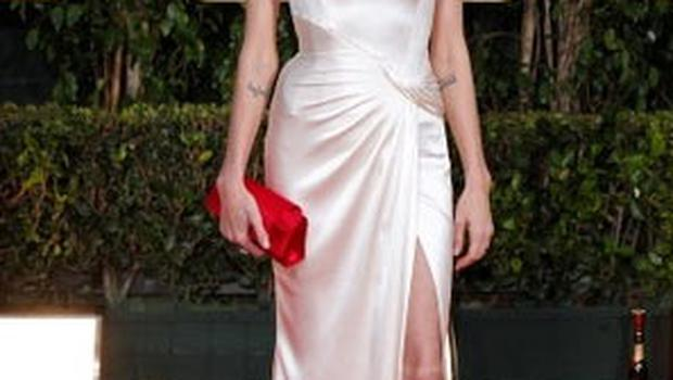 No straps required: Angelina Jolie in Atelier Versace