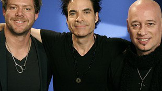 Train singer Pat Monahan isn't bothered about being famous