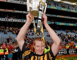 30 September 2012; Kilkenny's Henry Shefflin celebrates with the Liam MacCarthy Cup and winning his 9th All-Ireland medal. GAA Hurling All-Ireland Senior Championship Final Replay, Kilkenny v Galway, Croke Park, Dublin. Picture credit: Stephen McCarthy / SPORTSFILE