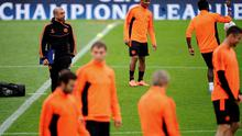 Manager Roberto di Mateo of Chelsea FC oversees a training session ahead of their UEFA Champions League semi-final second leg match against FC Barcelona at Camp Nou. Photo: Getty Images