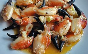 Crab claws in garlic and butter