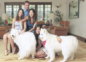 Bethebest: Amy Chua with husband Jet and her daughters Sophia and Lulu