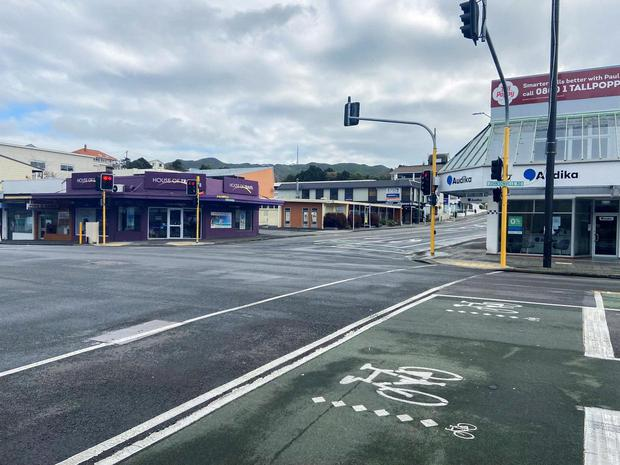 An empty street is seen as a lockdown to curb the spread of cases of the coronavirus disease (COVID-19) remains in place in Wellington, New Zealand, August 20, 2021. REUTERS/Praveen Menon/File Photo