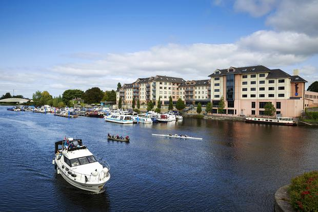Cruiser and rowing boats on the River Shannon at Athlone. Photo: Fennell / Fáilte Ireland
