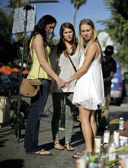 Women pray in front of a makeshift memorial for UCSB student Christopher Michael-Martinez, one of seven people killed after the drive-by shootings in Santa Barbara. Photo: REUTERS/Lucy Nicholson