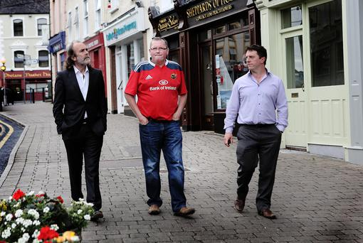 John Waters walks down Castle street Roscrea with Derek Russell and Marin Maher. Picture Liam Burke/Press 22