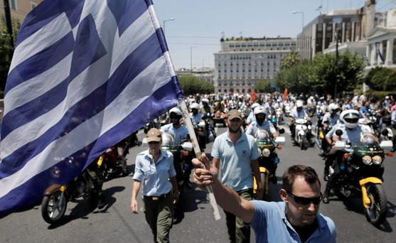 Greek municipal workers protest