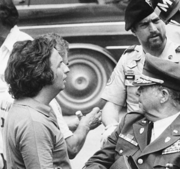 Calling the shots: Michael Cimino, left, with Robert De Niro while filming of 'The Deer Hunter'. Photo: Neal Ulevich