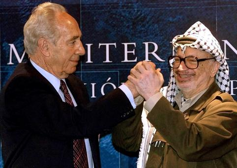Dealmaker: Then Israeli foreign minister Shimon Peres, left, and Palestinian president Yasser Arafat clasp hands during talks on the Middle East in Majorca in 2001 Shimon. Photo: Reuters