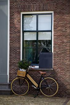 A Dutch bike, complete with white tyres and a handy box on the front (not Brendan's bike)