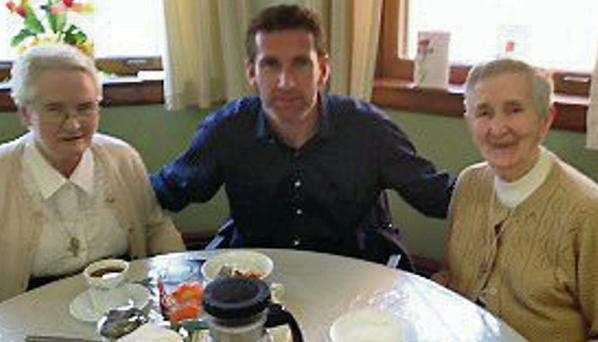 TD Aodhan O'Riordain has tea with Sister Mairead, left, and Sister Justin