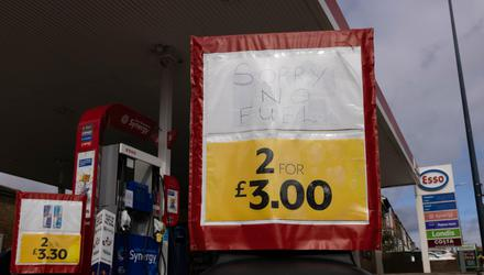 A sign on a petrol station forecourt in Maidstone, Kent, tells motorists the pumps are empty. (Photo by Dan Kitwood/Getty Images)