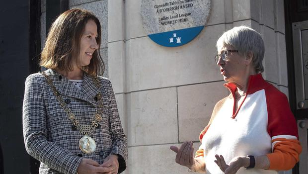 Dublin Lord Mayor Alison Gilliland with Lucy Keaveney, who proposed the plaque to honour Anna Parnell, the founder of the Ladies' Land League. Photo: Damien Eagers