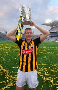 Kilkenny's Henry Shefflin lifts the Liam McCarthy Cup to claim his tenth All Ireland after victory over Tipperary in the All Ireland Final Replay at Croke Park. Photo: Damien Eagers