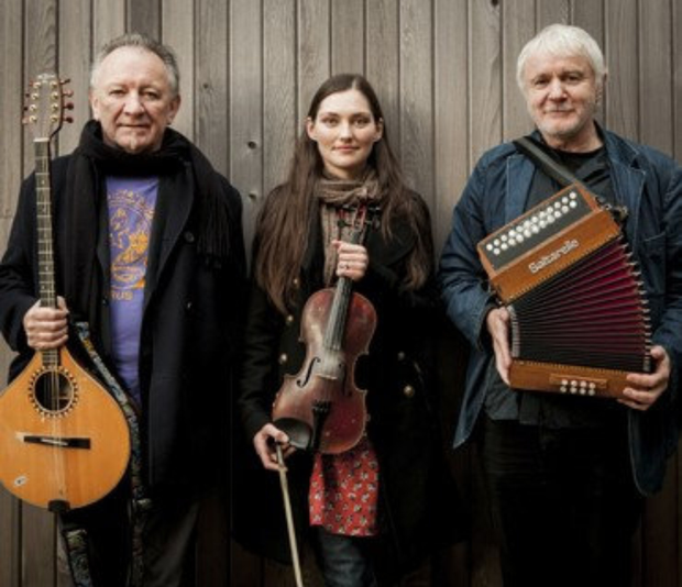Zoe Conway with Donal Lunny and Máirtin O'Connor who perform in An Táin Arts Centre
