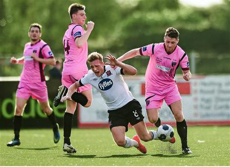 4 August 2014; John Mountney, Dundalk, in action against Killian Cantwell, left, and Craig Wall, Wexford Youths. EA Sports Cup Semi-Final, Dundalk v Wexford Youths, Oriel Park, Dundalk, Co. Louth. Picture credit: Paul Mohan / SPORTSFILE