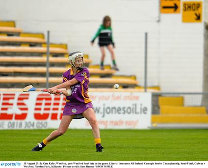 15 August 2015; Kate Kelly, Wexford, puts Wexford level late in the game. Liberty Insurance All-Ireland Camogie Senior Championship, Semi-Final, Galway v Wexford, Nowlan Park, Kilkenny. Picture credit: Sam Barnes / SPORTSFILE