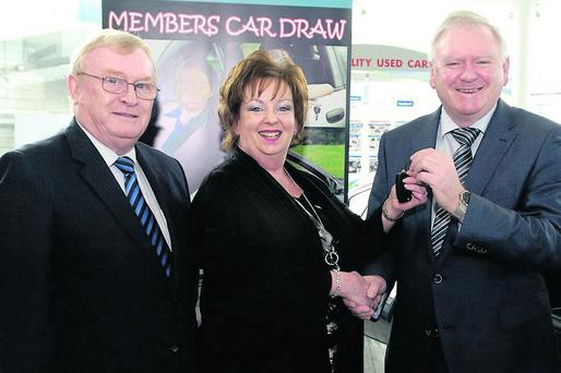 Winner Elizabeth Nagle receives the key of her new car from Charlie Haydenof Fitzpatrick Motors watched by Barry Nevin, President Bray Credit Union.