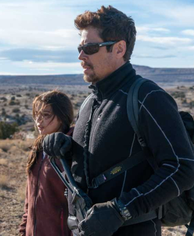 Isabela Moner and Benicio del Toro in Sicario 2: Soldado