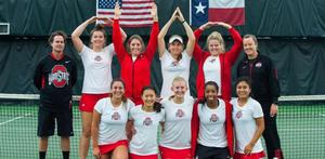 Gráinne O'Neill with fellow tennis players during her time at Ohio State University