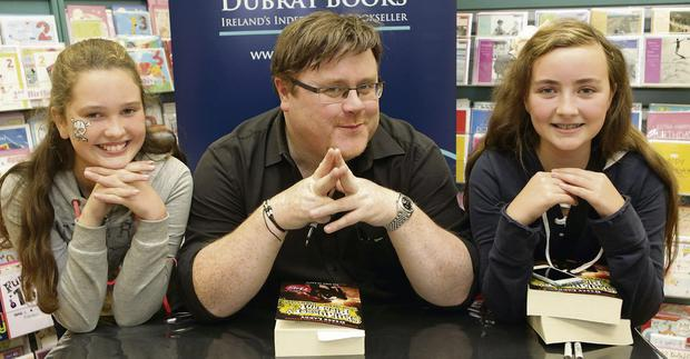 Derek Landy author of the 'Skullduggery Pleasant' series of books at Dubray Books: Beth Cullen and Emma Keogh with Derek
