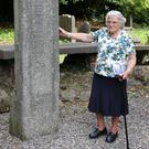 Lailí shows the visitors the 7th century Celtic cross