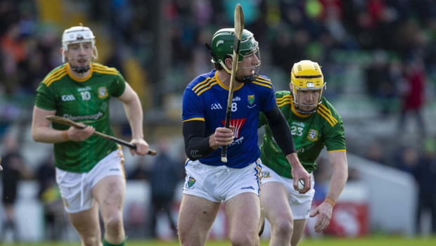 Wicklow's Eamonn Kearns prepares for launch as Damien Healy (10) and Anthony Healy close in