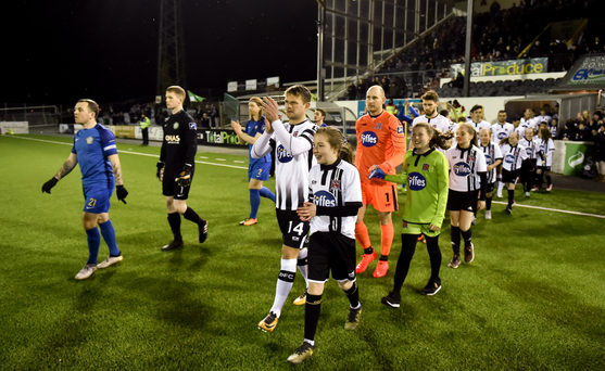 Bray Wanderers and Dundalk take to the field ahead of the opening SSE Airtricity League Premier clash of 2018