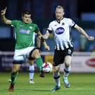 Jake Kelly of Bray Wanderers in action against Chris Shields of Dundalk. Photo by Matt Browne/Sportsfile