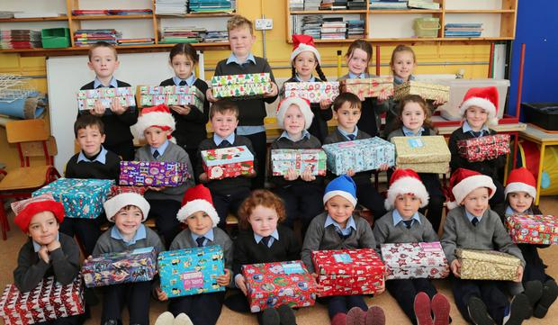 Kiskeam National School children pictured with their Team Hope Christmas Shoebox gifts. Photo by Sheila Fitzgerald.