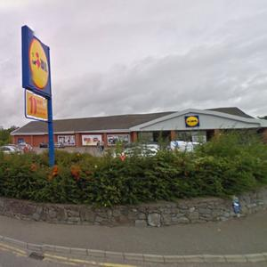 Lidl has been granted planning permission to demolish its store in Fermoy and replace it with a larger store on the existing and adjoining site.