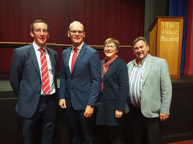 Pa O'Driscoll and Cllrs Kay Dawson & Noel McCarthy with Tánaiste and Minister for Foreign Affairs Simon Coveney during his visit to Fermoy last Monday evening